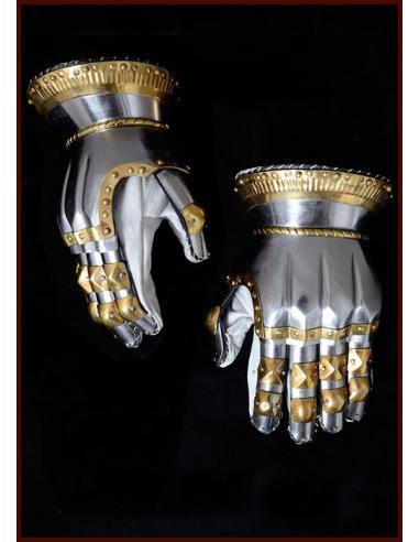Plechové rukavice s mosadzným zdobením