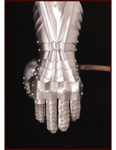 Nitované plechové rukavice