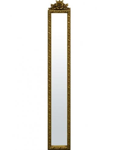 Zdobené zrkadlo so zlatým rámom