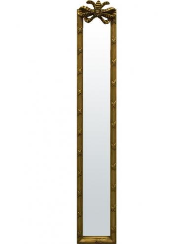 Zdobené zrkadlo so zlatistým rámom