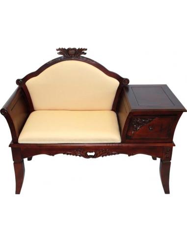 Pohovka s malým stolíkom