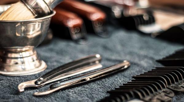 Holiaci strojček: Ako sa páni holili v minulosti?