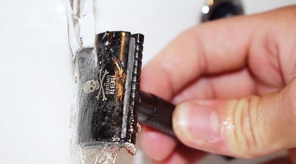 Klasický mechanický strojček vs. kazetový strojček na holenie: čo je lepšie?